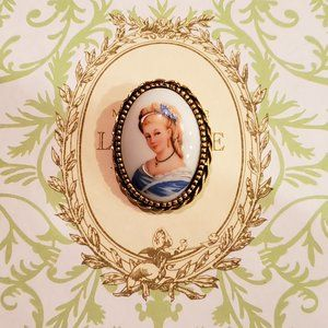 VTG Hand Painted Lady in Blue Limoges Brooch Pin